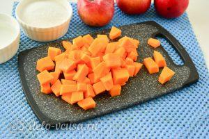 Варенье из тыквы с яблоками: Нарезать тыкву