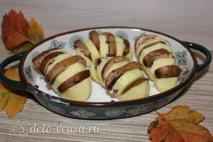 Картошка-гармошка с грибами: Нафаршировать картофель грибами