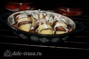 Картошка-гармошка с грибами: фото к шагу 6.