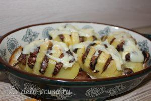 Картошка-гармошка с грибами: Посыпать сыром