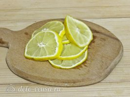 Цукаты из тыквы: Нарезать лимон на ломтики