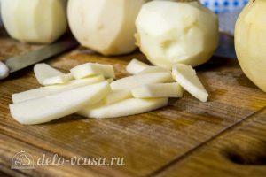 Дрожжевой яблочный пирог: Порезать яблоки