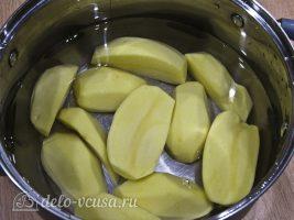 Картофельные крокеты с сыром: Отварить картофель