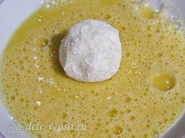 Картофельные крокеты с сыром: Обмакнуть в яйцо