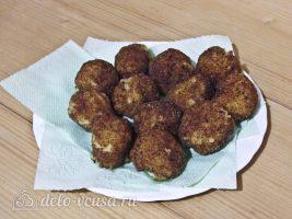 Картофельные крокеты с сыром: Обжарить и промакнуть от лишнего жира