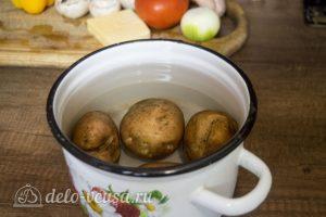 Курица с картофелем и овощами в горшочке: Отварить картофель