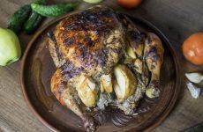 Курица, запеченная с яблоками в духовке