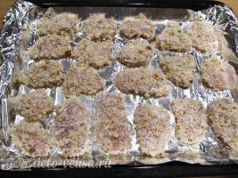 Куриные наггетсы в духовке: Выложить филе на противень