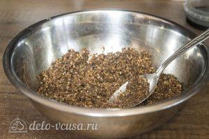 Мини-чизкейки без выпечки: Измельчить печенье с маслом