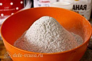 Многозерновой хлеб в духовке: Добавить остальную муку