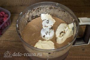 Шоколадный чизкейк с малиной: фото к шагу 4.