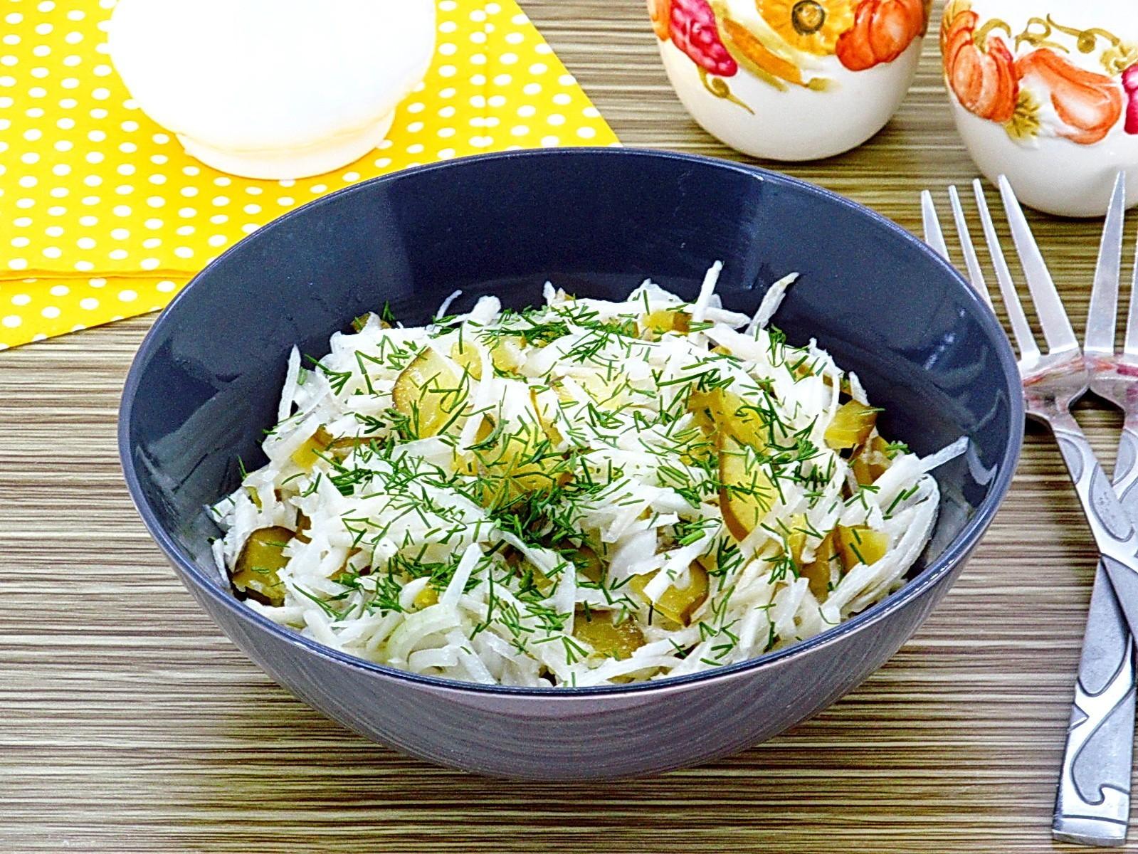 Салат из редьки с солеными огурцами