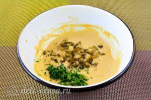 Домашний соус тартар для рыбы: Добавить огурец и зелень