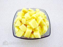 Ячменный суп со свиными ребрышками: Нарезать картофель