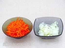 Ячменный суп со свиными ребрышками: Измельчить лук и морковь