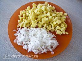 Татарские пирожки Вак балиш: Нарезать лук и картофель