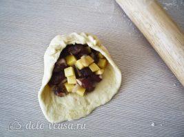 Татарские пирожки Вак балиш: Выложить начинку на тесто