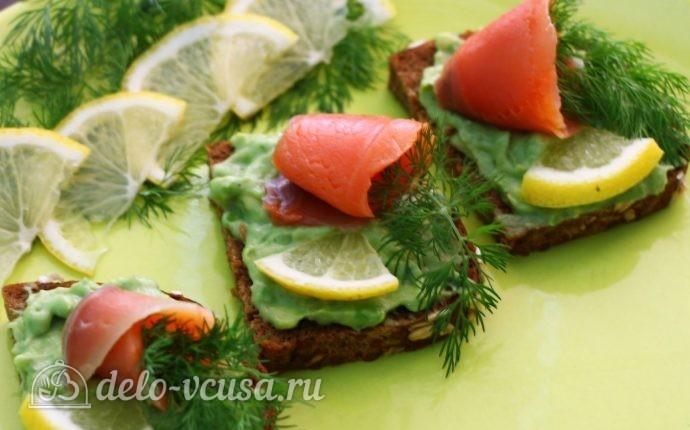 Бутерброды с авокадо и семгой