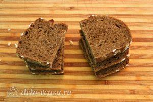 Бутерброды с авокадо и семгой: Нарезать хлеб