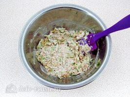 Закуска на крекерах из рыбных консервов: Перемешать начинку