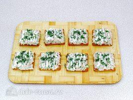 Закуска на крекерах из рыбных консервов: Украсить зеленью