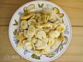 Яблочный пирог Марины Цветаевой: Нарезать яблоки