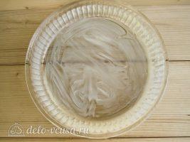 Яблочный пирог Марины Цветаевой: Смазать форму для выпечки