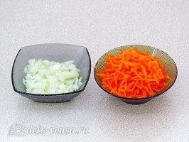 Каша из чечевицы в мультиварке: Измельчить лук и морковь
