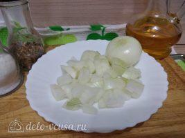 Баранина тушеная с капустой: Порезать лук