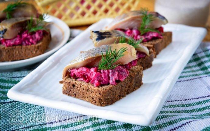Рецепт бутерброды с селедкой и свеклой