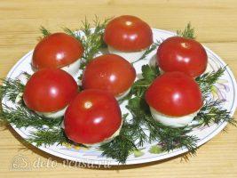 Фаршированные яйца Мухоморы: Накрываем шляпками