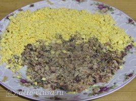 Фаршированные яйца Мухоморы: Добавить консервы