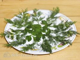 Фаршированные яйца Мухоморы: Сервировать тарелку