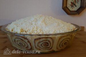 Имбирный пирог с яблоками: Посыпать крамблом