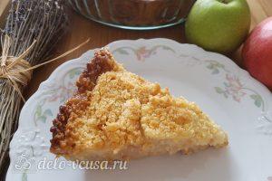 Имбирный пирог с яблоками готов