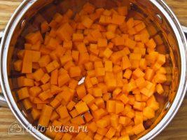 Тыквенный конфитюр с мандаринами: Порезать тыкву кубиками