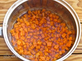Тыквенный конфитюр с мандаринами: Кладем тыкву в сироп