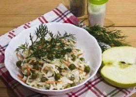 Салат Витаминка из капусты с яблоком