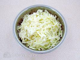 Салат из капусты с сельдереем и огурцом: Капусту измельчить