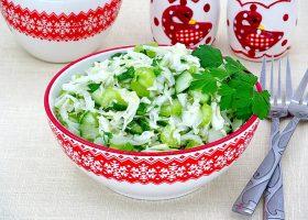 Салат из капусты с сельдереем и огурцом