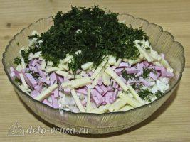 Салат с капустой и ветчиной: Добавить зелень