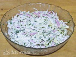 Салат с капустой и ветчиной: Заправить салат