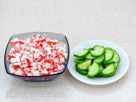 Салат из крабовых палочек, огурца и моркови по-корейски: Подготовить огурец