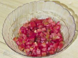 Салат из помидоров и сыра: Помидоры измельчить