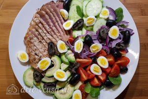 Салат с тунцом, айвой и авокадо: Добавляем маслины
