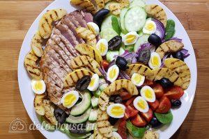 Салат с тунцом, айвой и авокадо: Далее айву