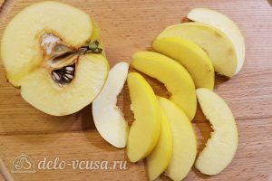 Салат с тунцом, айвой и авокадо: Порезать айву