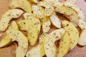 Салат с тунцом, айвой и авокадо: Поперчить айву