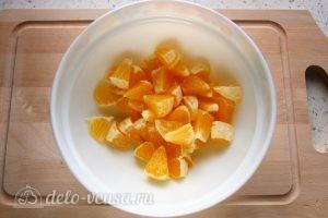 Фруктовый салат с грушей: Апельсин очистить и измельчить