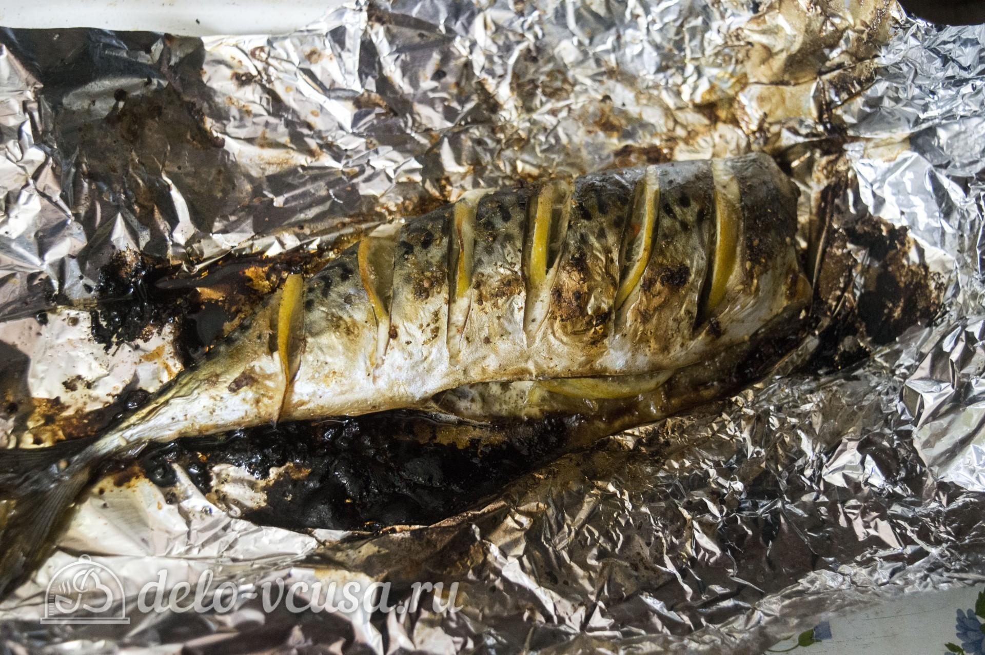 Скумбрия запеченная в фольге с лимоном: Рыбу развернуть